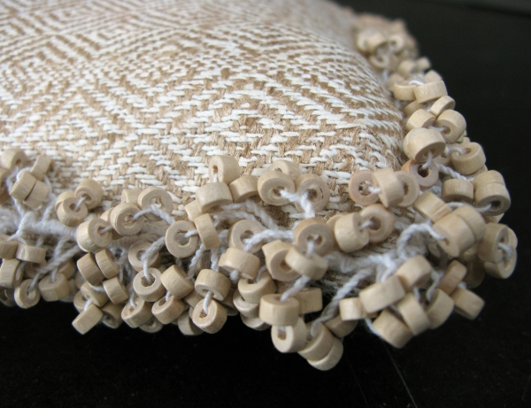 1037-40 Beadnik straw detail1 hr