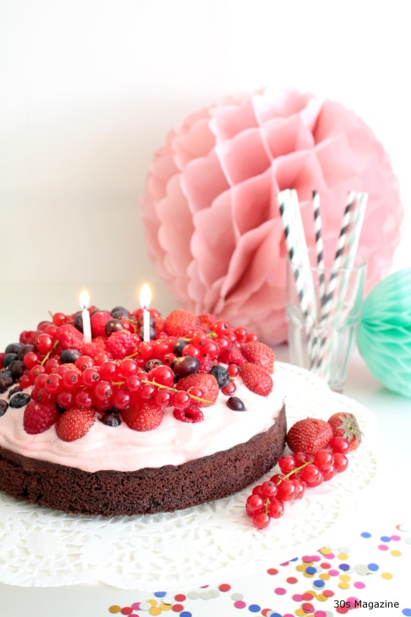 chcolate cake with fruit