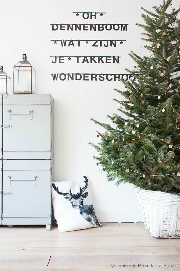 Home tour pale perfection with a pure christmas decor for Pale perfection paint