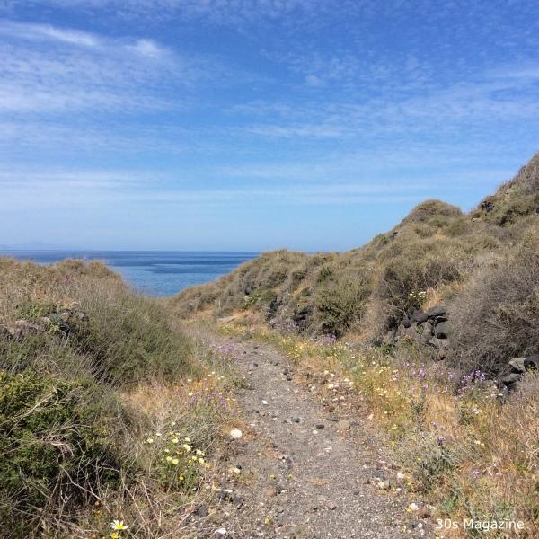 path to Koloumbo Beach
